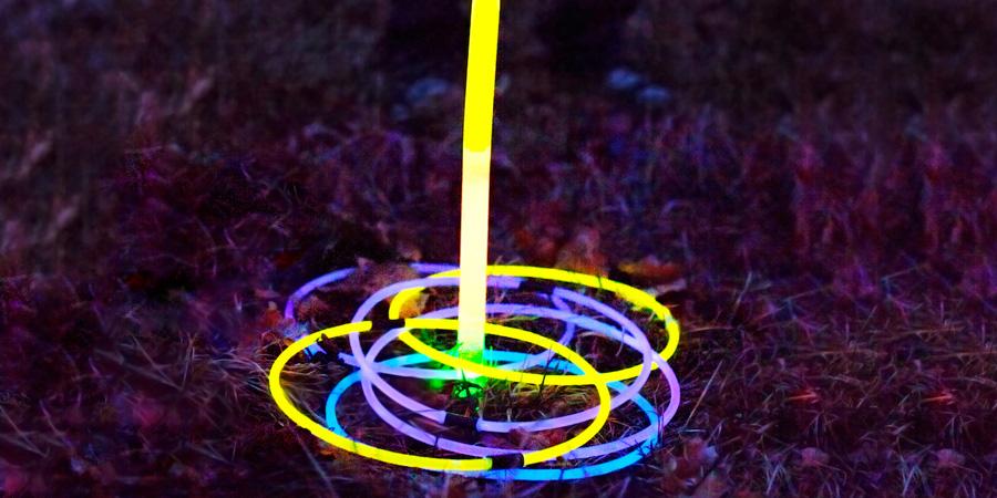 Meter el aro glow stick Partylus