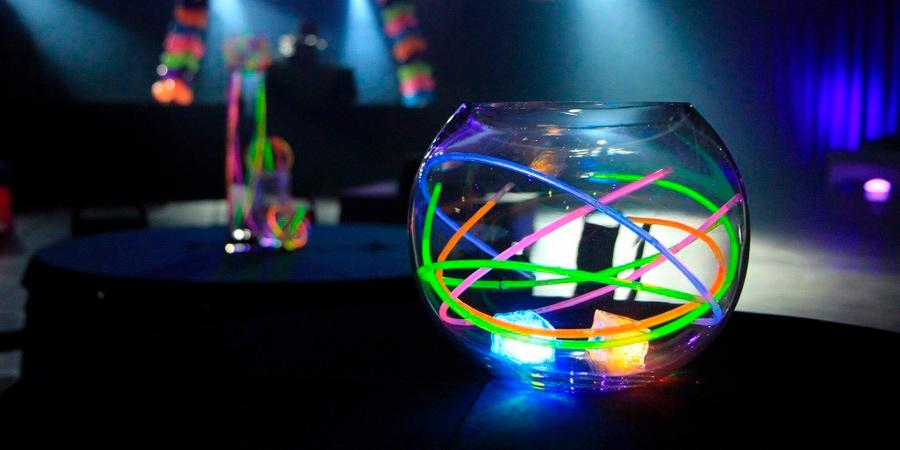 Centro de mesa con pulseras luminosas Partylus